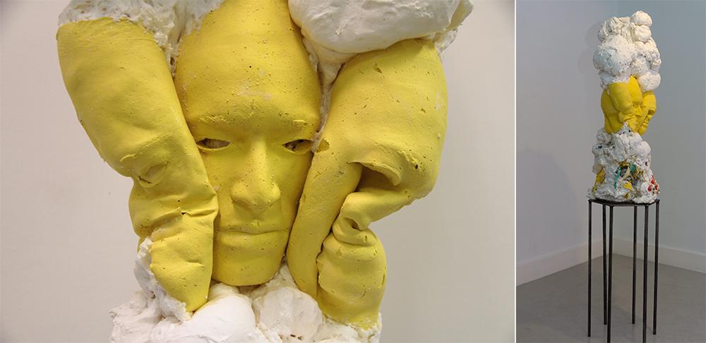 """""""Moody Aroody"""", espuma de poliuretano, silicona, malla de acero, máscara de vinilo, residuos y pintura acrílica, 38 x 40 x 90 cm. Pedestal en acero, 33 x 33 x 66 cm. Javier Chozas, 2017"""