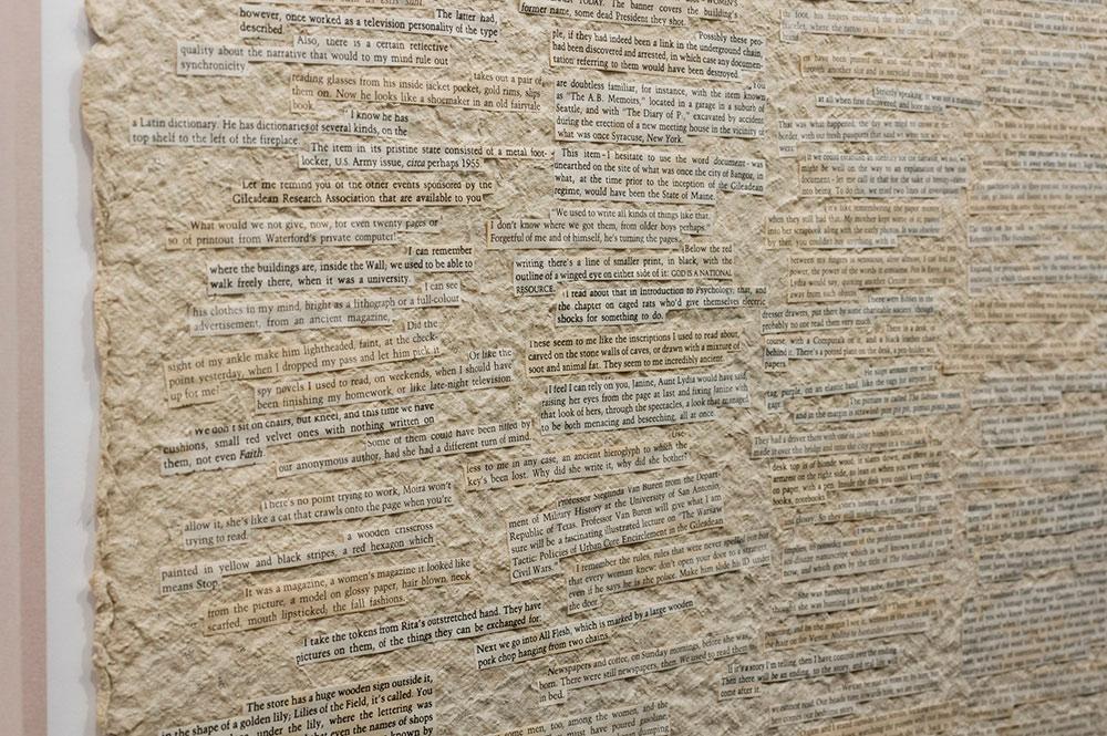 """Detalle de """"Cartografías distópicas"""" (De la serie: """"Elucubraciones en torno a esa serie de características que debería tener –o no– la literatura del futuro""""), planchas de papel reciclado e informe, 61 x 91 cm c/u. Marla Jacarilla, 2017"""