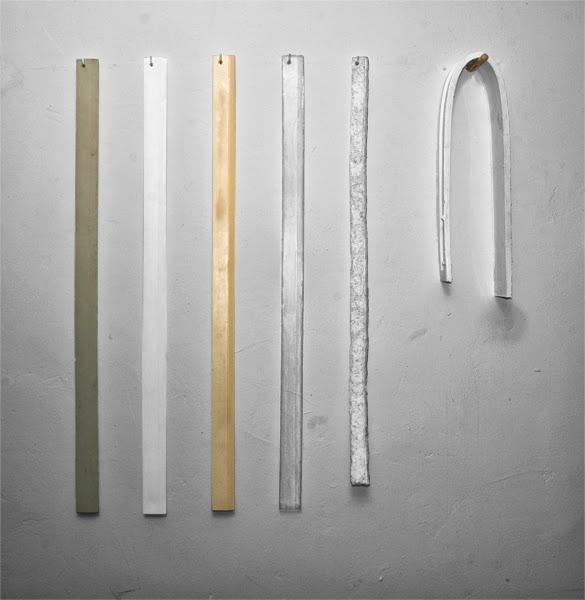 """""""Error sistemático"""", técnica mixta: cemento, escayola, resina de poliuretano, resina de poliéster, papel, silicona. 150x100 cm. Salim Malla, 2013"""