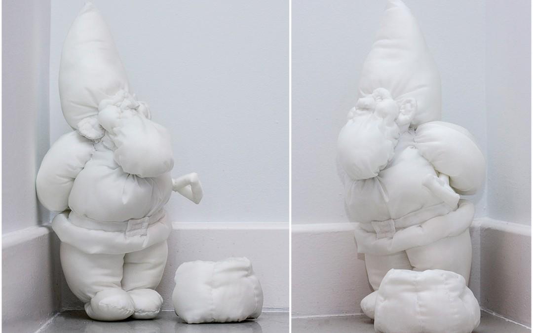 """""""Yo hago el gnomo"""", tela con algodón, 43 x 20 x 16 cm. Takako Okumura, 2016."""