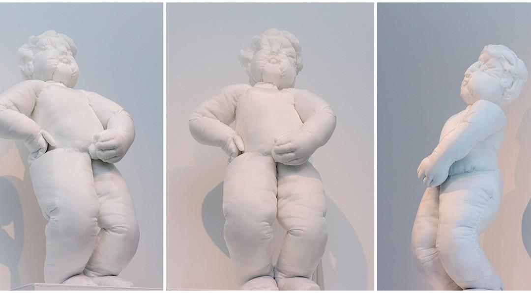 """""""Yo hago el meón"""", tela con algodón, 60x20x30 cm. Takako Okumura, 2016."""