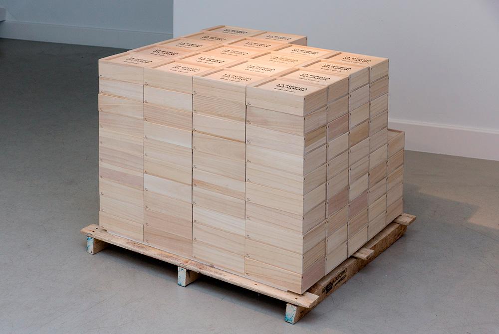 """Instalación """"La burbuja del jamón"""", más de 200 globos de 65x16x18 cm c/u (serie de 300). Takako Okumura, 2016."""