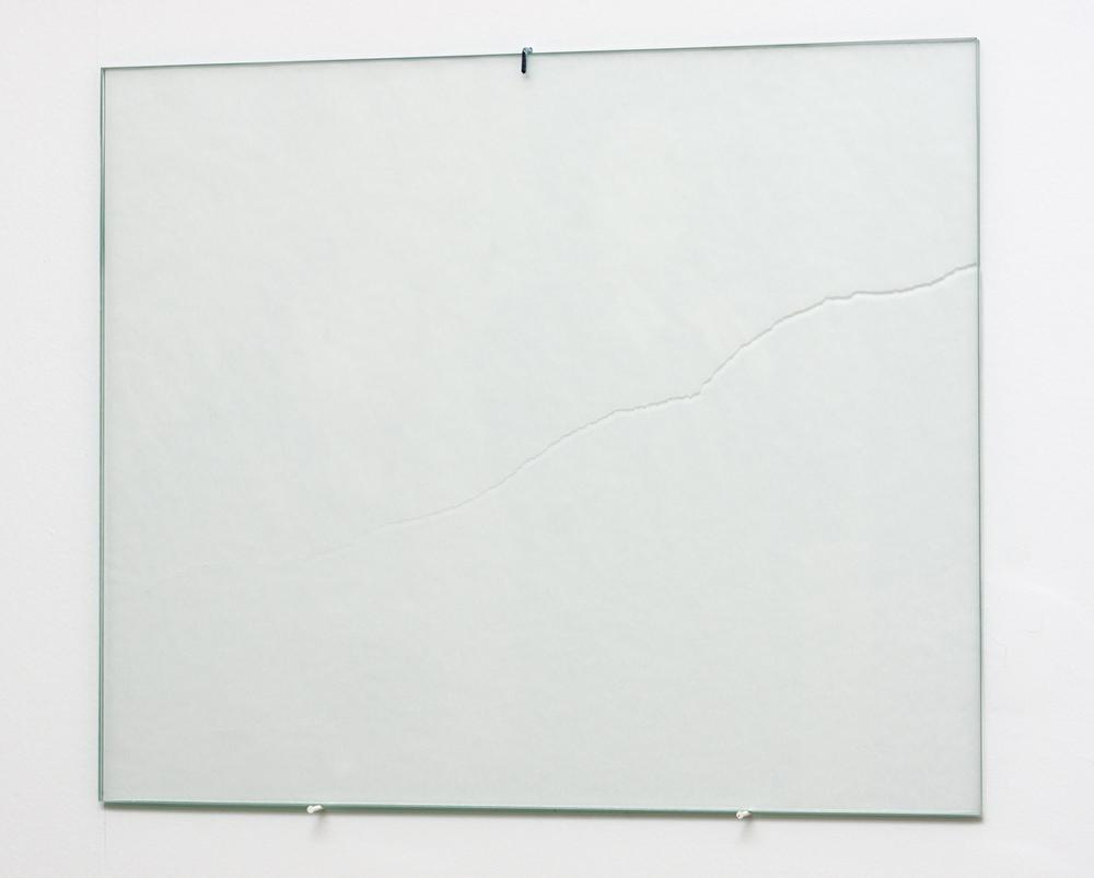 Detalle de instalación S/T, papel, vidrio, 33x40 cm. Tito Pérez Mora, 2016