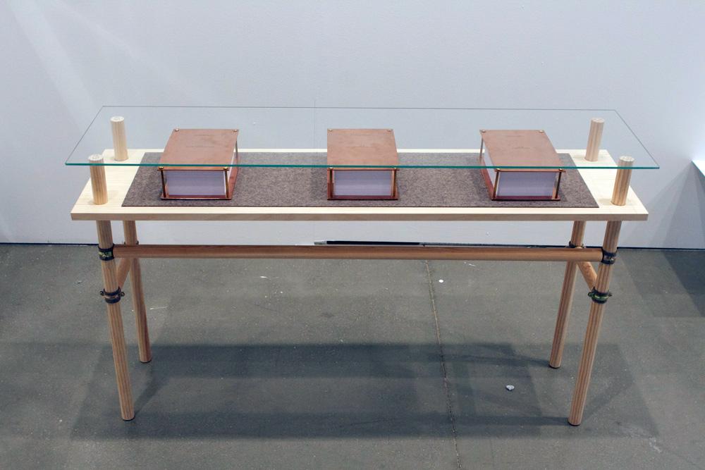 """""""Sin título. Vol I, II, III"""", libro cobre, fieltro y papel, 15x20x7 cm. Tito Pérez Mora, 2013"""