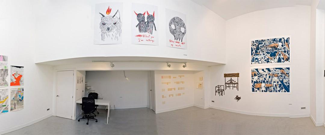 """Vista panorámica de la sala en """"Collage"""", exposición colectiva en Twin Gallery, 2014"""