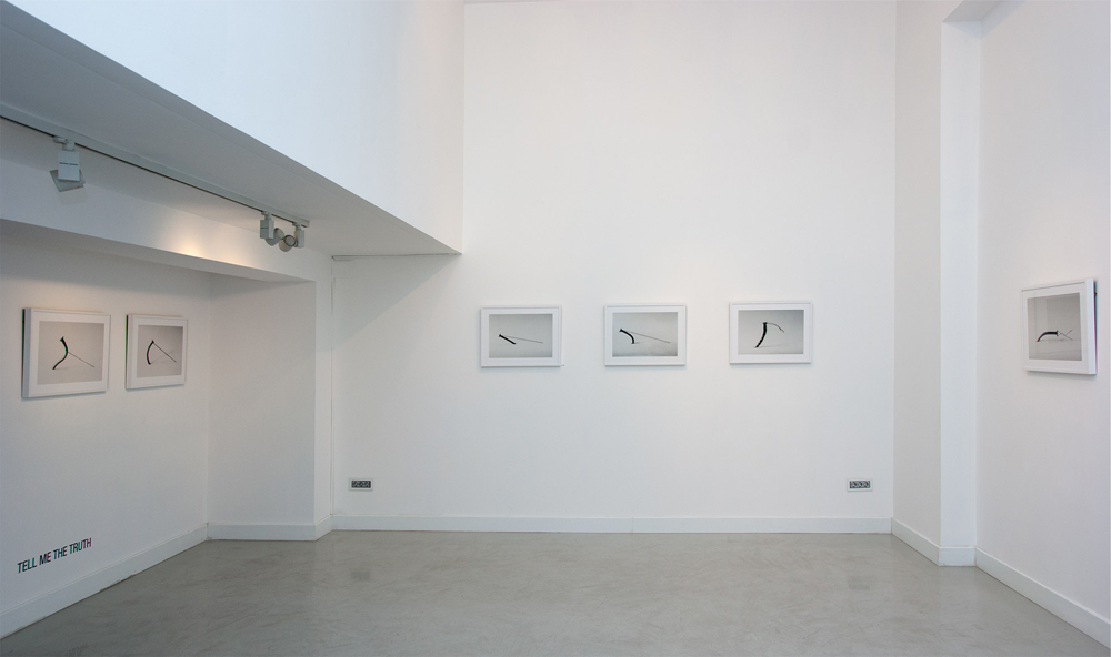 "Serie fotográfica ""Tell Me the Truth (2008)"", Gema Álava en Twin Gallery, 2013"