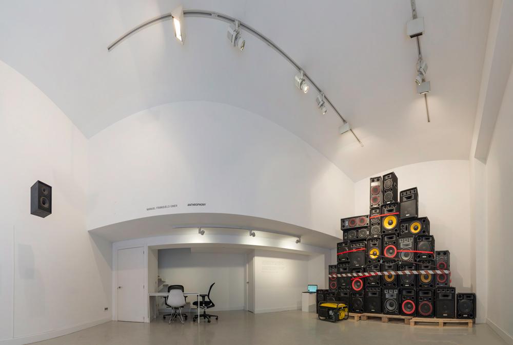 """Vista panorámica de la sala. """"Anthrophony"""", instalación interactiva de Manuel Franquelo Giner"""