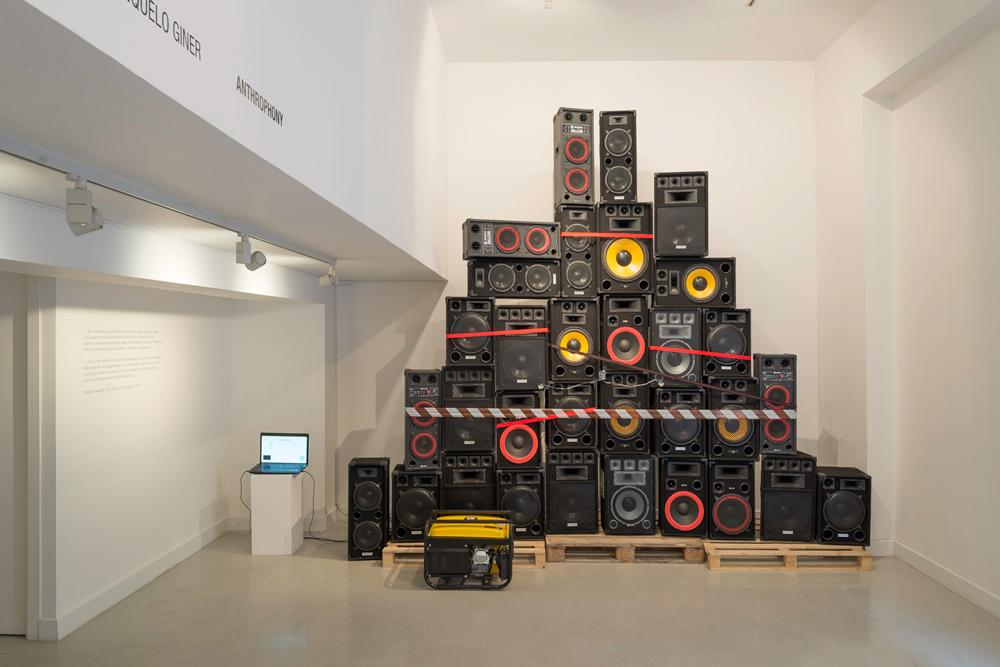 """Vista de la sala en """"Anthrophony"""", instalación interactiva, medidas variables. Manuel Franquelo Giner, 2014"""