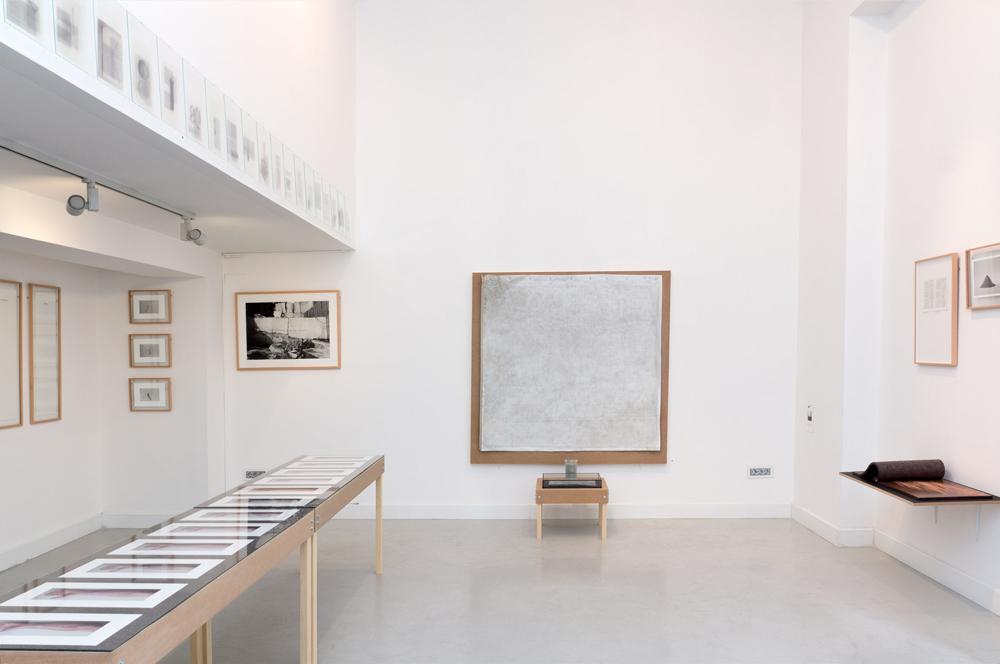 Fotografías, objetos, dibujo e instalación. Tito Pérez Mora, 2014