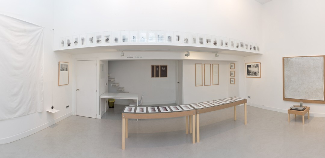 """Vista panorámica de la sala en """"La herencia"""". Tito Pérez Mora, 2014"""