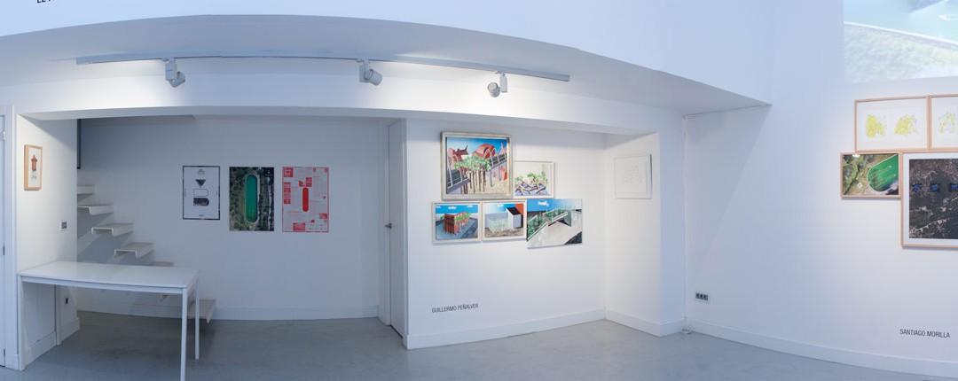 """Vista panorámica de la sala en """"El paisaje Ortopédico"""". Twin Gallery, 2014"""
