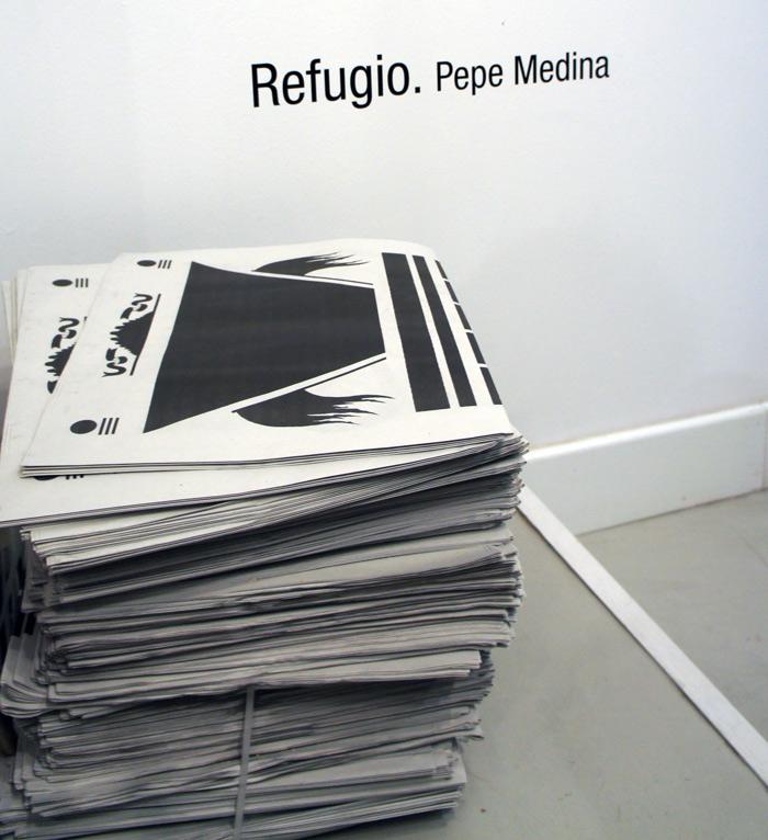 """Ejemplares de la publicación ilustrada """"Manual"""". Pepe Medina, 2012"""