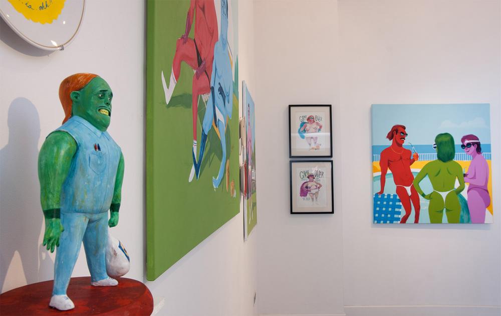 """Vista de la sala en """"Héroes superhéroes y ganas de vomitar"""". Yani Alonso en Twin Gallery, 2013"""