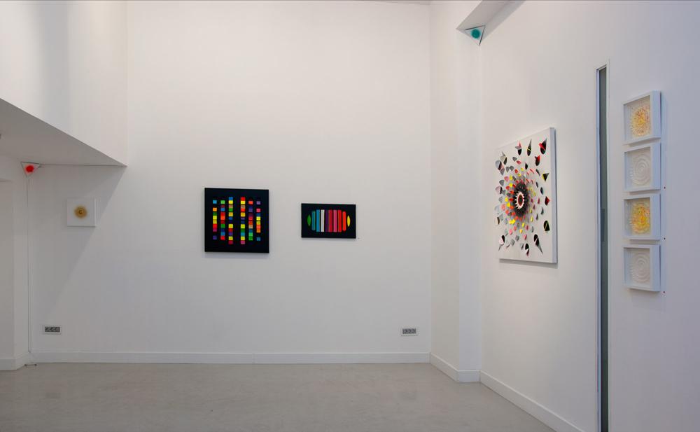 """Distintas obras de """"ICONS&IONS"""". Técnica mixta: preparación, acrílico, anilina y grafito sobre lienzo. María Viñas, 2013"""