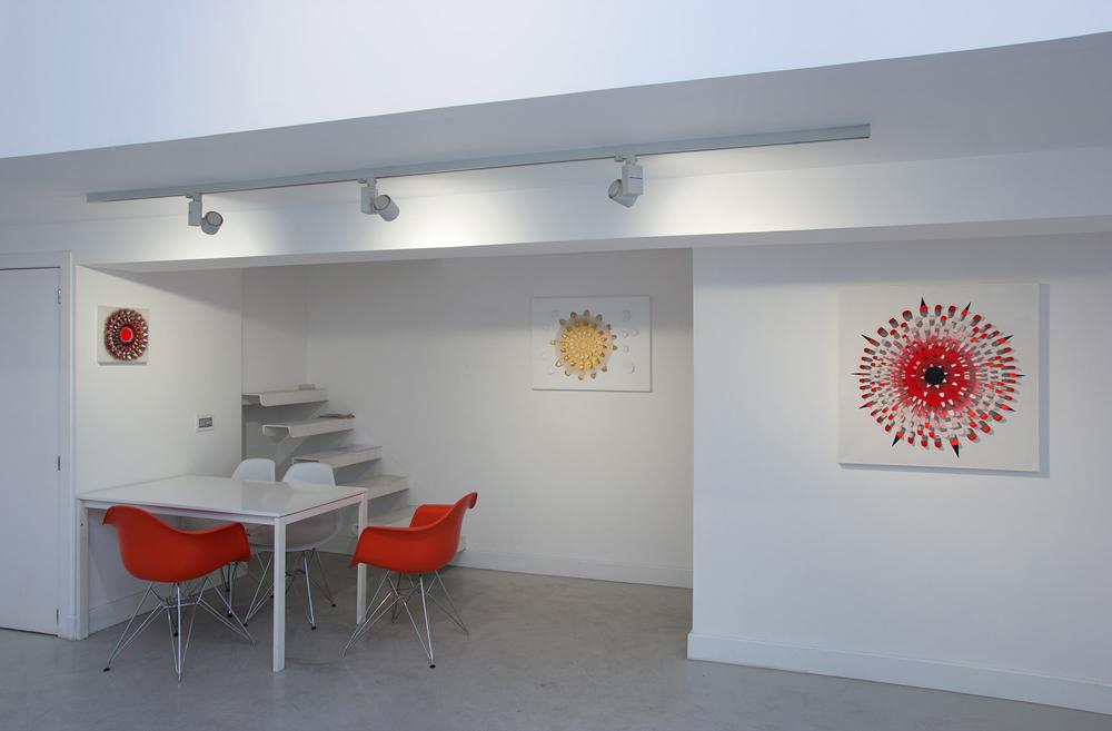 """Vista de la sala en """"ICONS&IONS"""". María Viñas, 2013"""