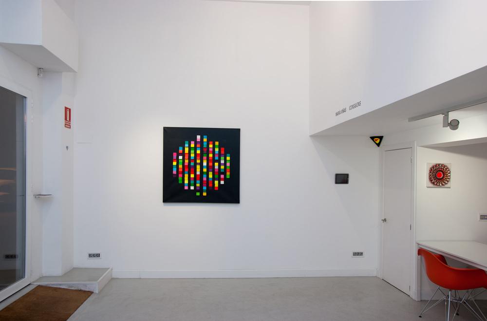 """""""Cruz II"""" y """"Toroide, mandala 3"""", técnica mixta: preparación, acrílico, anilina y grafito sobre lienzo. María Viñas, 2013"""