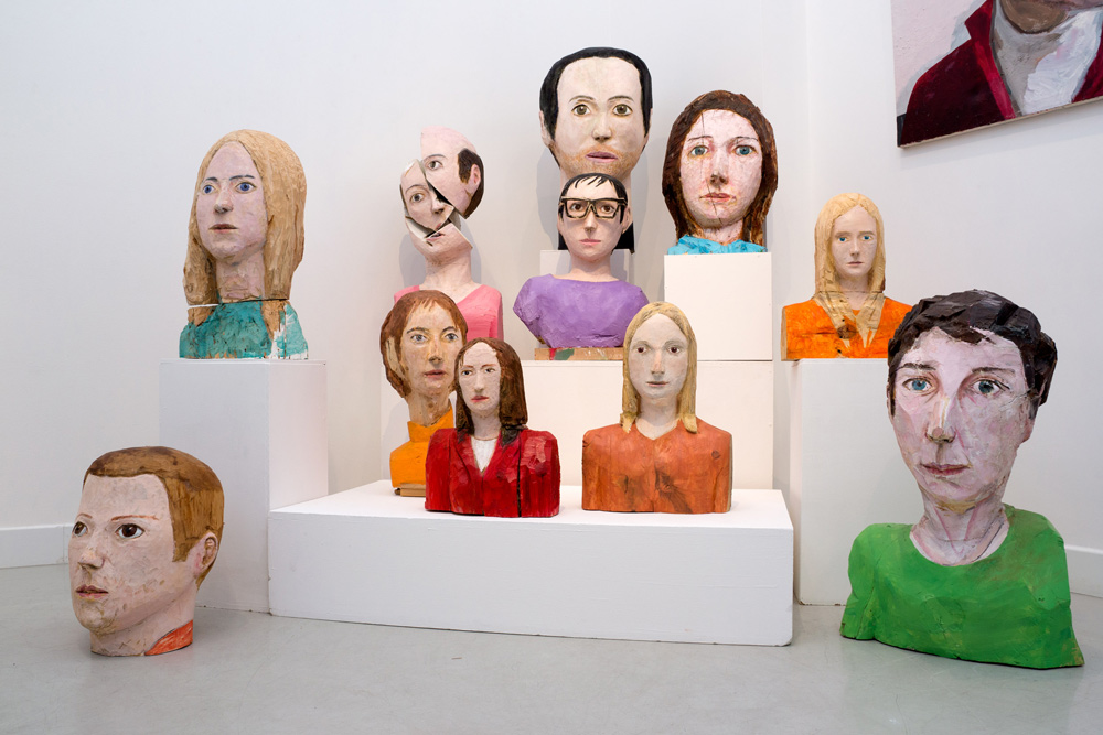 """Conjunto de esculturas de la """"línea física"""", en la que enfatiza el color y la forma. Iván Cantos, 2014"""