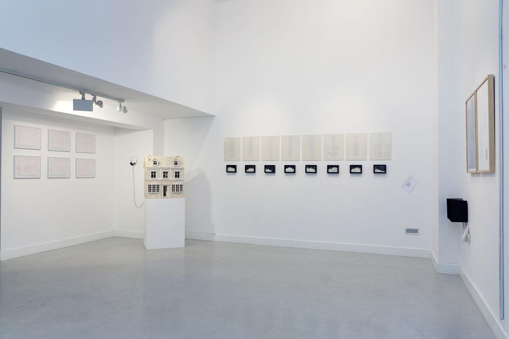 """Vista de la sala en """"Anotaciones para una eiségesis"""", Marla Jacarilla en Twin Gallery, 2014"""