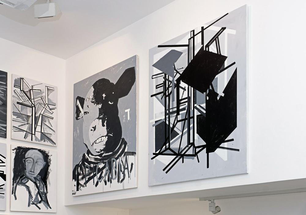 """Gabinete de pintura, """"Adoración del becerro"""", acrílico sobre lienzo, 146x114 cm y """"Gran vidrio"""", acrílico sobre lienzo, 146x114 cm. Miguel Fructuoso, 2015"""