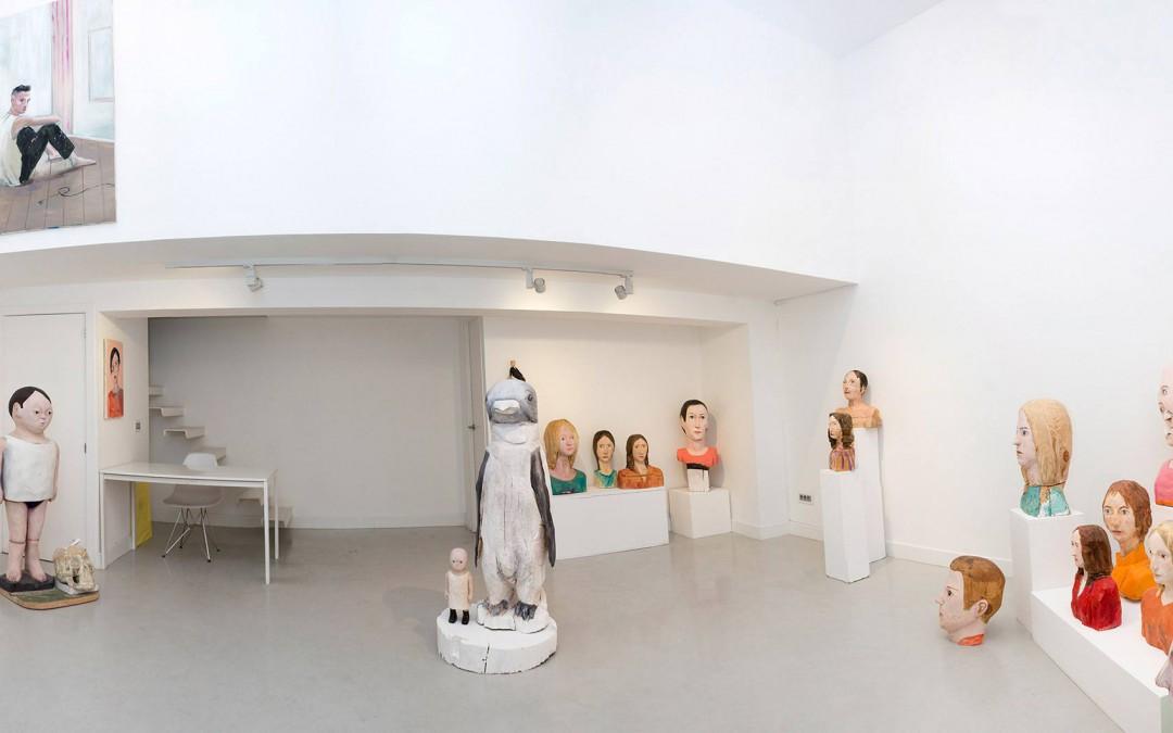 """Vista panorámica de la sala en """"Cabezas trocadas"""". Iván Cantos, 2014"""