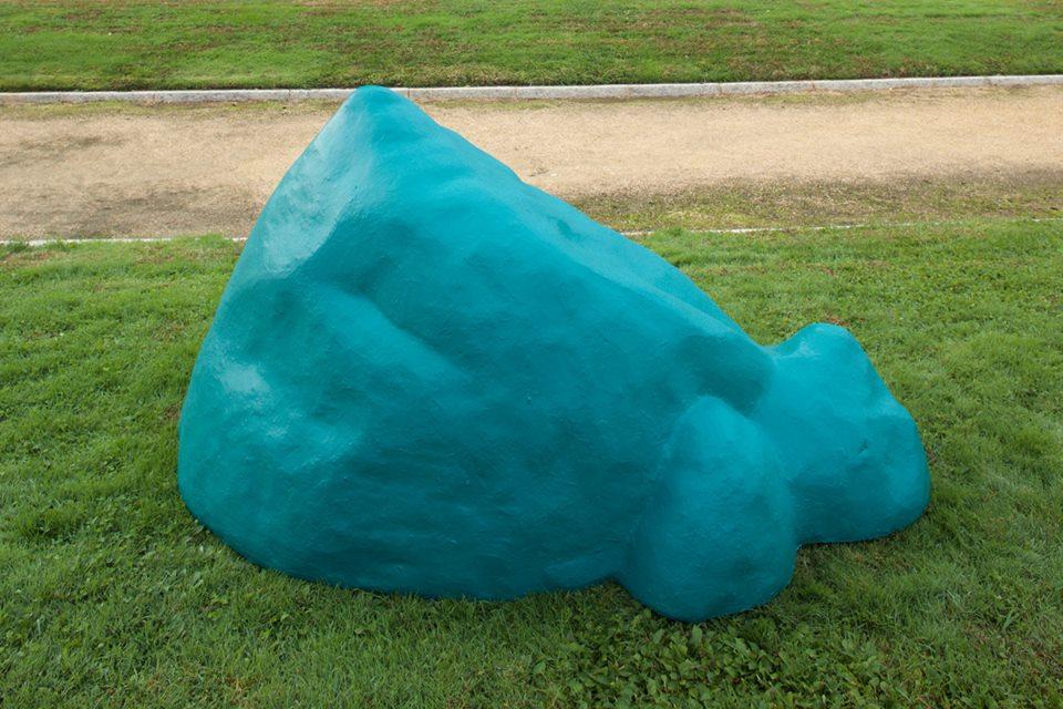 """""""Montaña tóxica 02"""", poliespan, resina, acrílico, 70x200x90 cm. Rosalía Banet, 2015"""