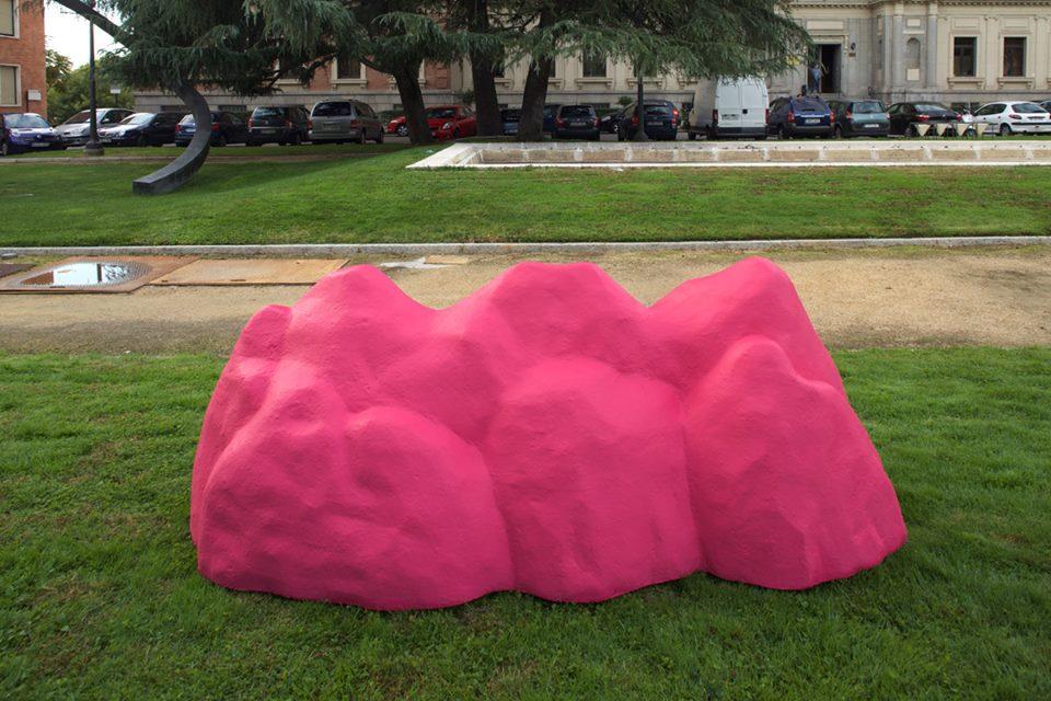 """""""Montaña tóxica 01"""", poliespan, resina, acrílico, 109x160x109 cm. Rosalía Banet, 2015"""