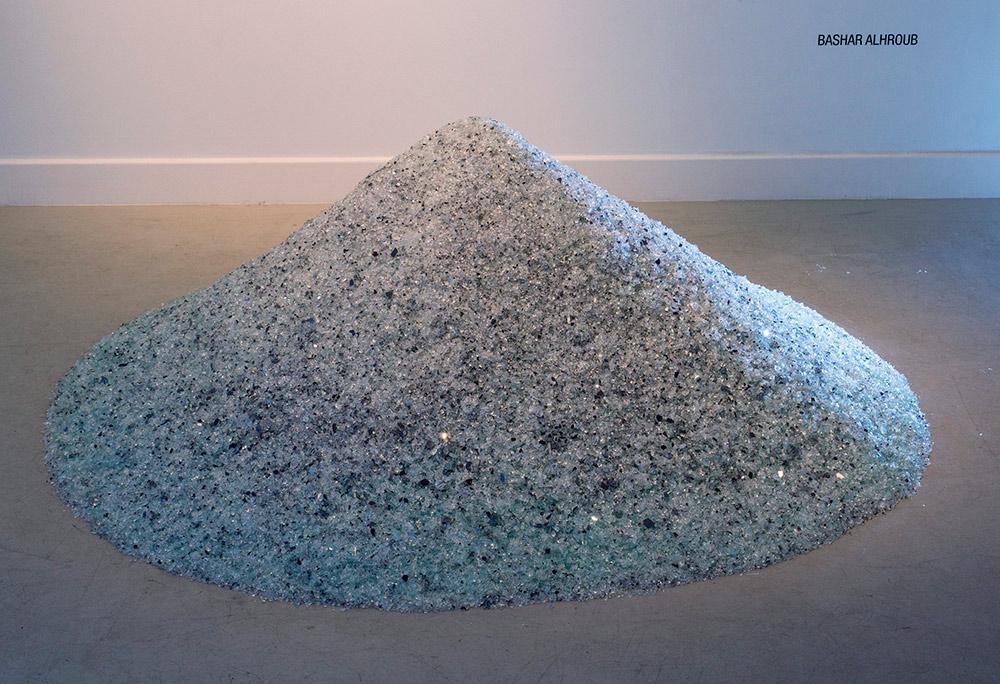 """Detalle de la instalación """"The land of diamond """", vidrio, medidas variables. Bashar Alhroub, 2014"""
