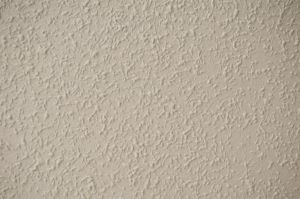 """Detalle de """"Gotelé"""", intervención con gotelé sobre las paredes de un espacio acotado. Paula García-Masedo y Andrea González"""